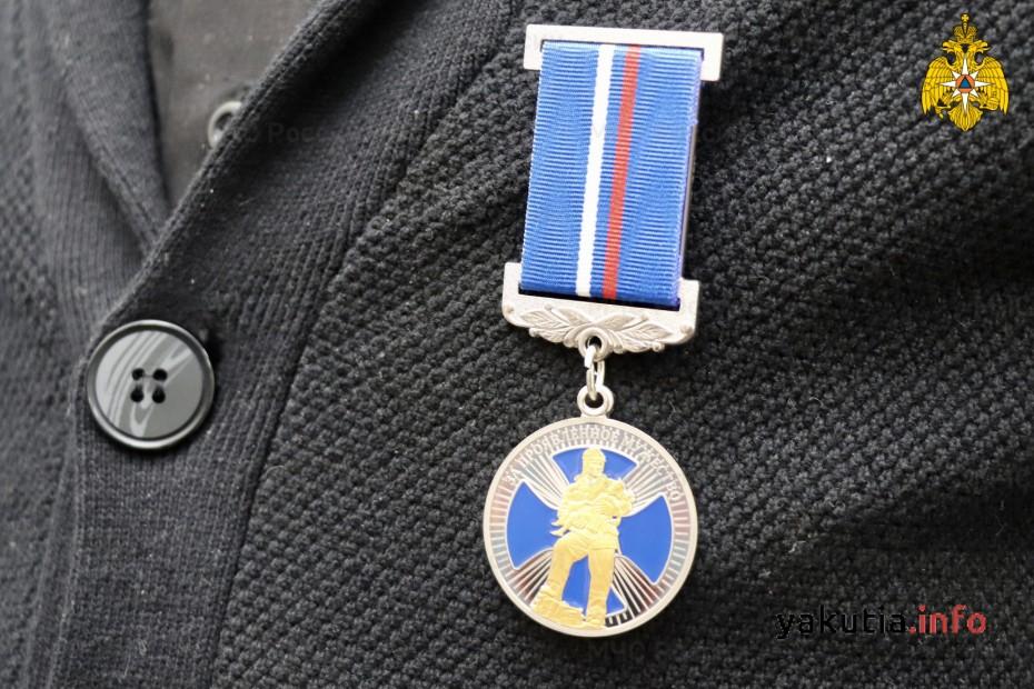 За спасение двоих утопающих награждён школьник из Якутии