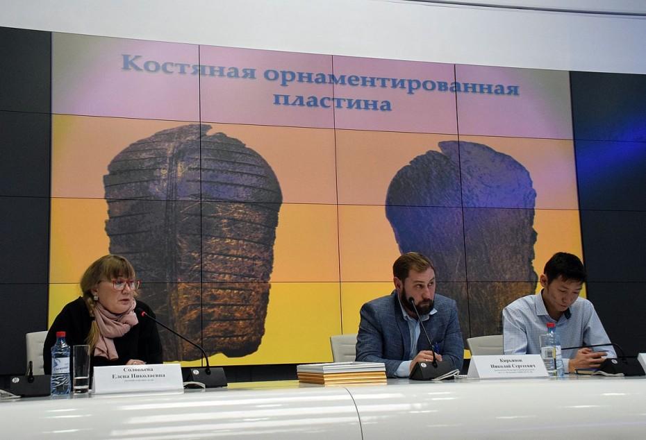 Интересная находка археологов может помочь с датированием древних наскальных рисунков Якутии