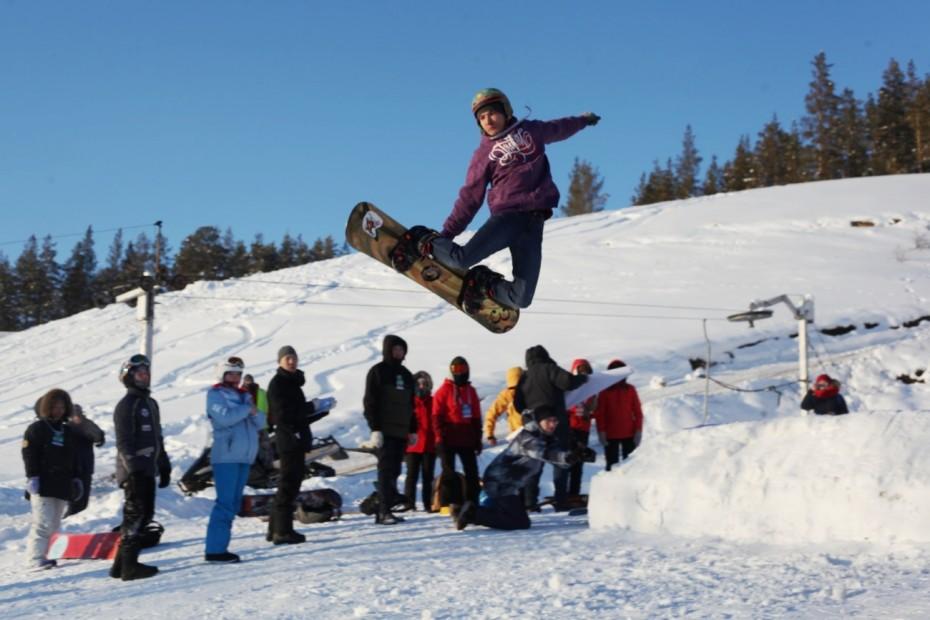 «Ура — лыжам и сноуборду!»: В Якутске заработал прямой автобусный маршрут до туркомплекса «Техтюр»