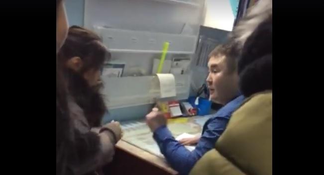 CHBsndNXcn Девушек, дравшихся с врачом, жители Иенгры считают скандалистками