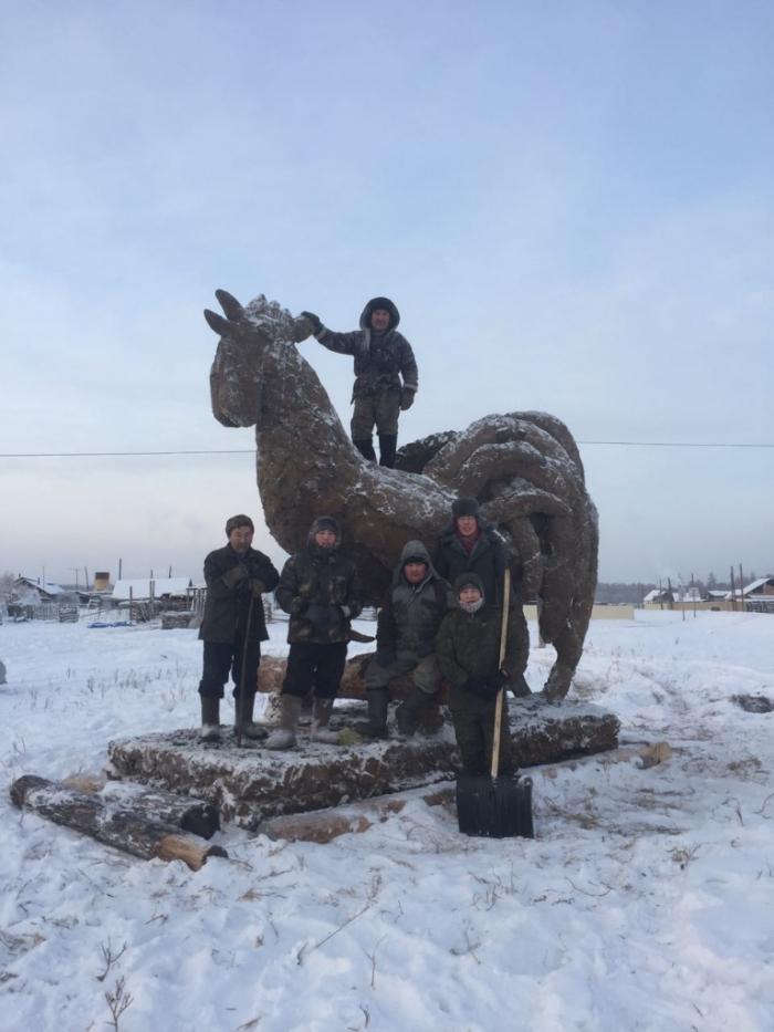 Беда пришла:  В Якутии растаял символ путинской расеи- Петух из навоза.На очереди лошадка и ждун