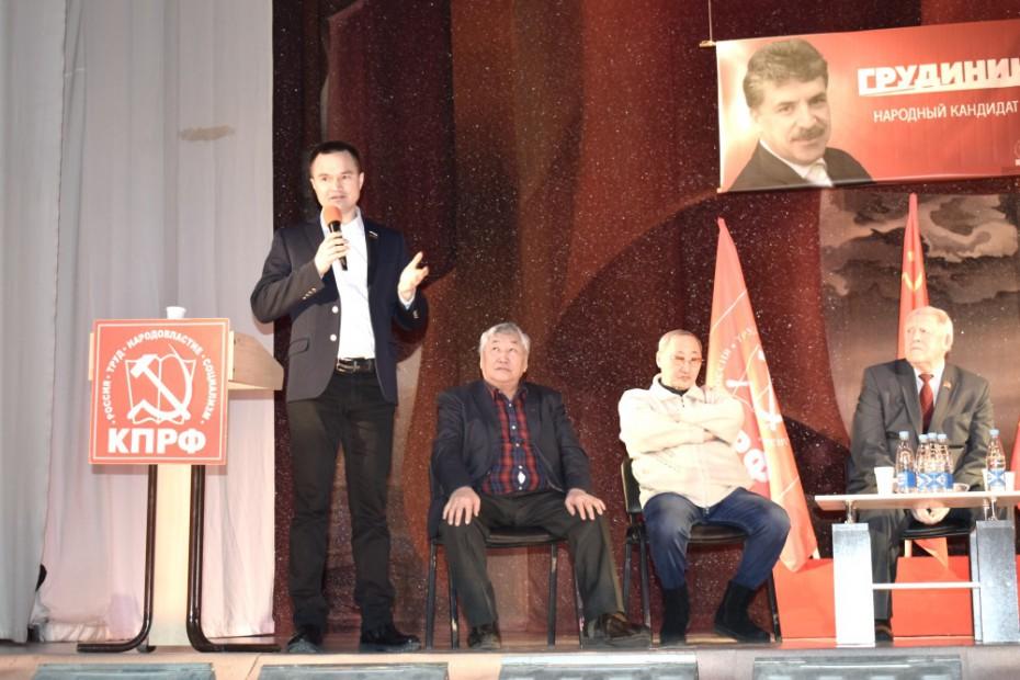 Представителю Грудинина сообщили о давлении на избирателей в пользу Путина в Якутске